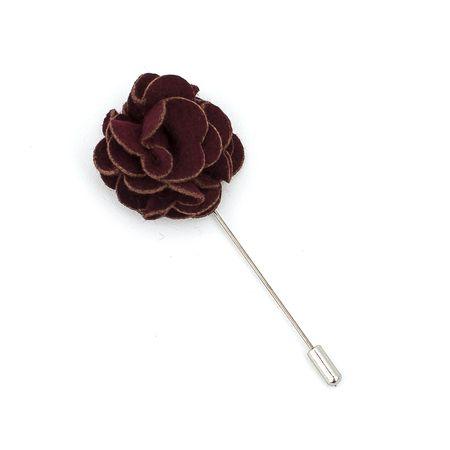 Pino-de-lapela-vinho-com-detalhes-marrom-em-formato-de-flor-cravo
