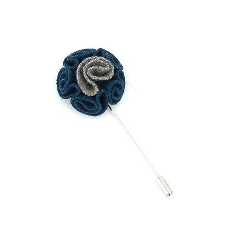 Pino-de-lapela-azul-com-detalhes-cinza-em-formato-de-flor-cravo