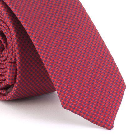 Gravata-Super-Slim-em-poliester-falso-liso-fundo-vermelho-marsala-com-detalhe-marinho