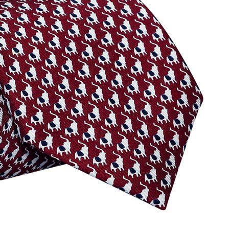 Gravata-Tradicional-seda-Estampada-estampa-de-elefantes-com-fundo-marsala1