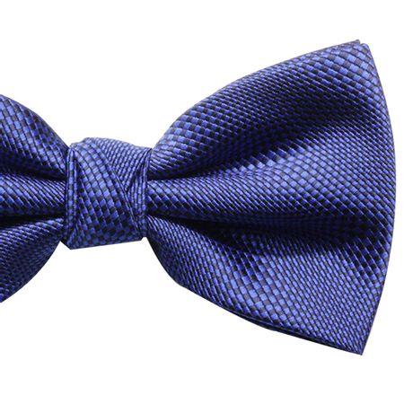 Gravata-borboleta-com-desenho-quadriculado-em-poliester-azul-com-fundo-preto