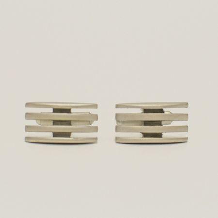 abotoadura-na-cor-prata-fosco-formato-retangular-detalhe-em-grade