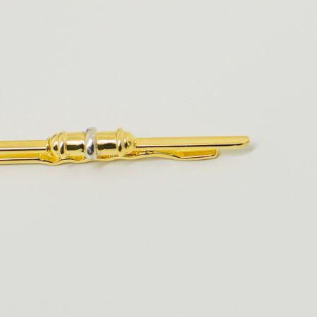 prendedor-de-gravata-dourado-detalhe-prata-formato-em-capsula