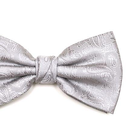 Gravata-borboleta-com-desenho-cashmere-em-poliester-Prata-textura-medium