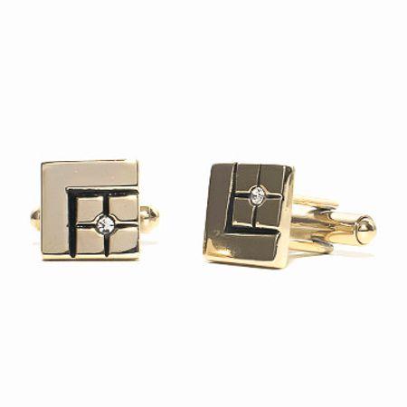 Abotoadura-na-cor-dourada-formato-quadrado-e-detalhe-com-swarovski