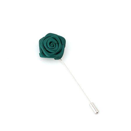 Pino-de-lapela-verde-escuro-formato-de-flor-rosa