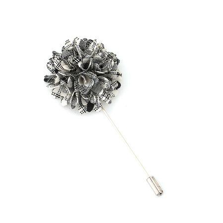 Pino-de-lapela-flor-crisantemo-xadrez-branco-e-preto