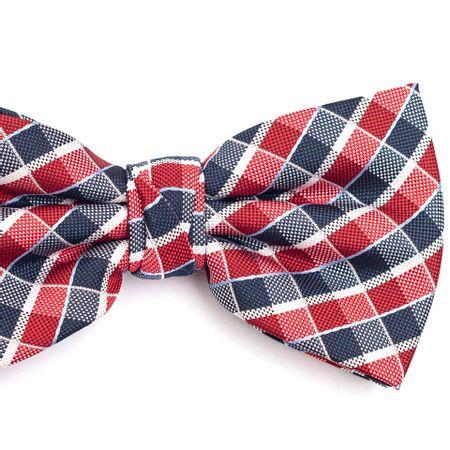 Gravata-borboleta-em-poliester-xadrez-vermelha-e-azul-com-detalhes-em-branco-e-azul
