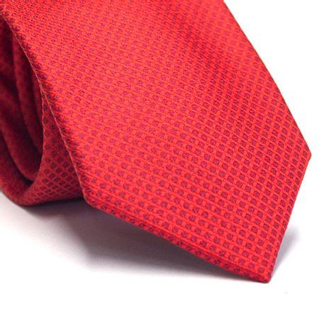 Gravata-tradicional-em-poliester-vermelha-com-detalhes-na-trama-vinho