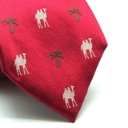 Gravata-de-seda-estampada-vermelha-com-desenho-camelos-Camelo